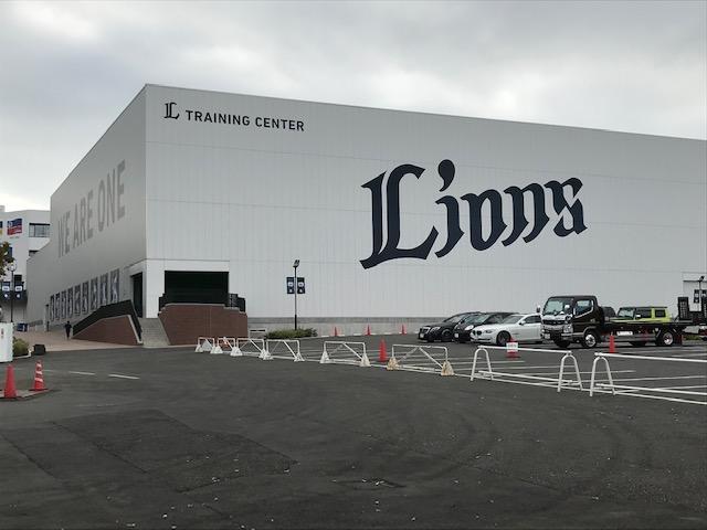 メットライフドーム横にあるライオンズ トレーニングセンター。こちらにもAEDが設置されている