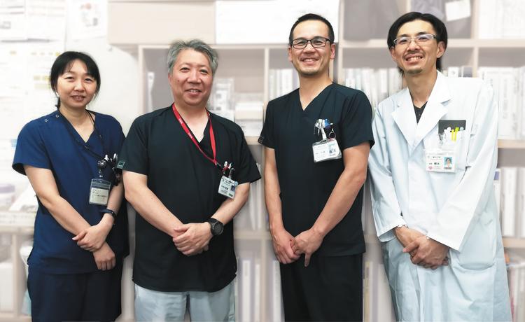 札幌医科大学附属病院 臨床工学部の方々<br /> (向かって左より、橋本様、室橋様、千原様、橋本様)